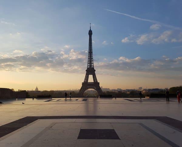 Louer 2cv Paris avec chauffeur - Tour Eiffel
