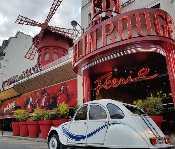 Visite insolite et originale de Paris en 2CV - Moulin Rouge
