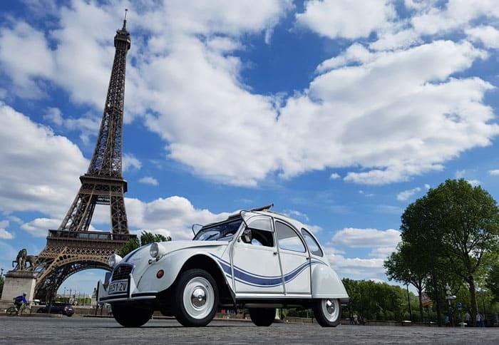 Visite insolite et originale de Paris en 2CV - Tour Eiffel